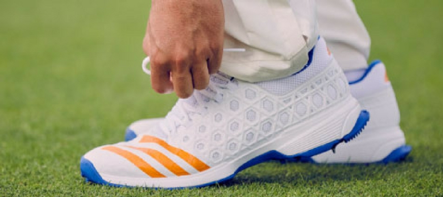 right-cricket-shoes