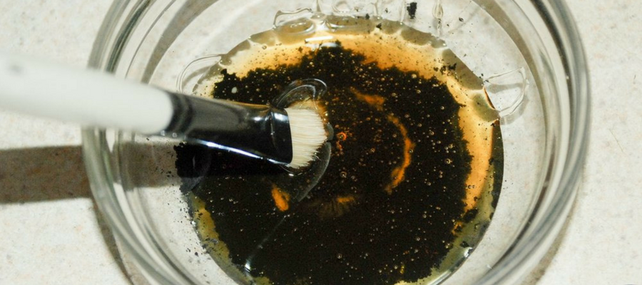 Honey and charcoal face mask
