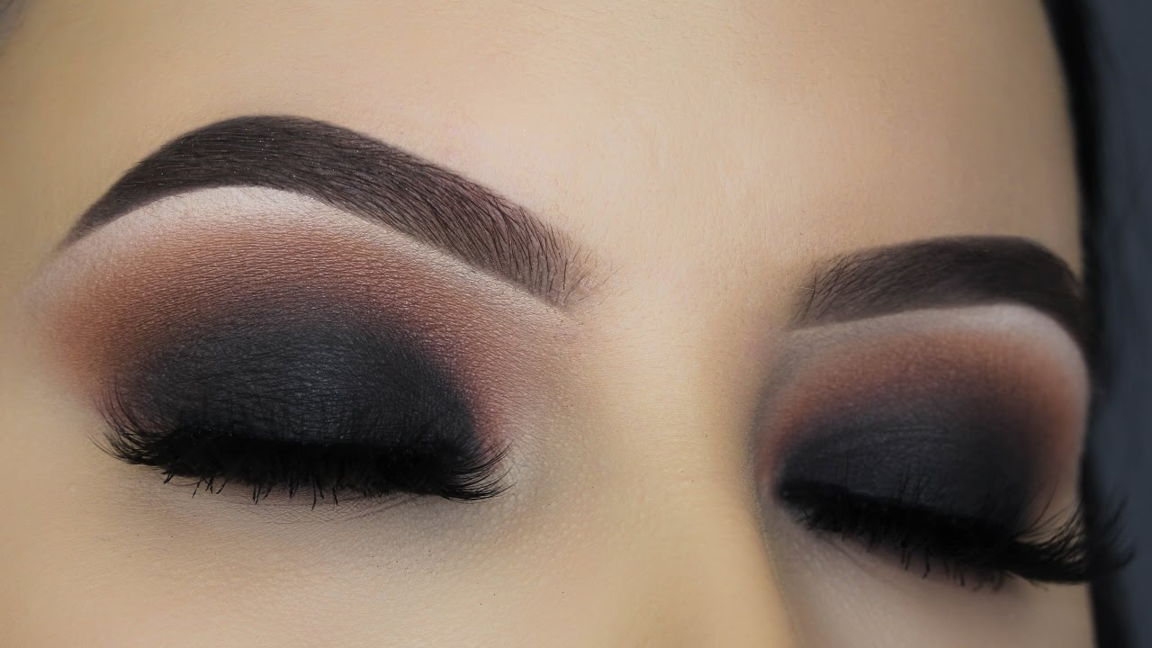 A Complete Step By Step Guide For Smokey Eye Makeup