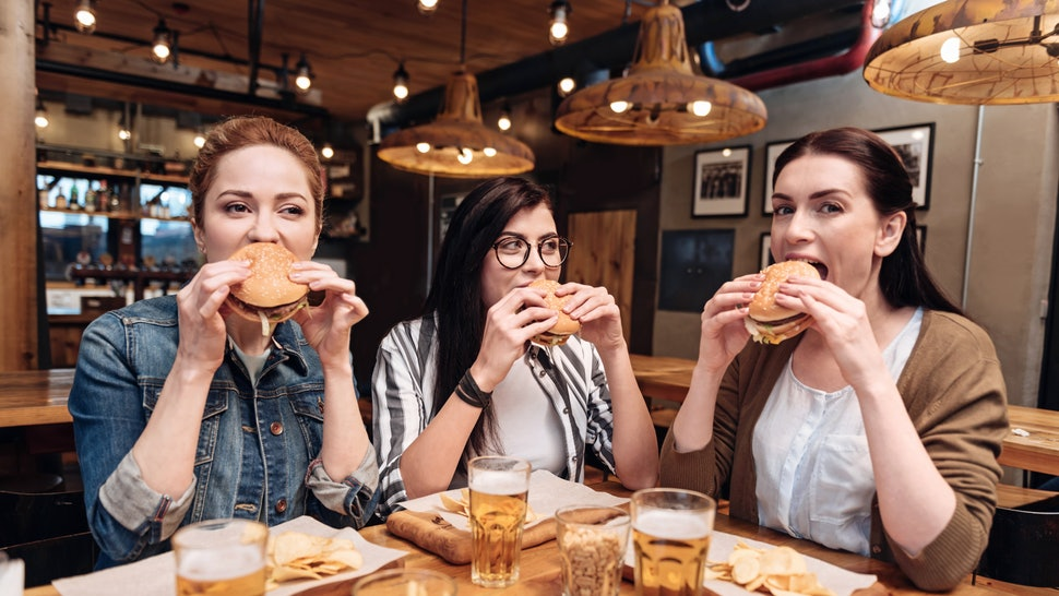 10 Tricks That Save Money When Eating Out in 2020